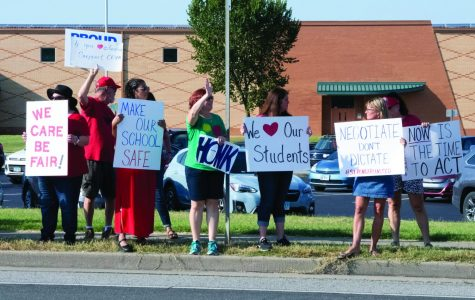 CESPA union members protest outside Carbondale Middle School on Thursday, Sept. 12, 2019. CESPA stands for Carbondale Educational Support Personnel Association and members include school secretaries, nurses, paraprofessionals, librarians and other support staff.