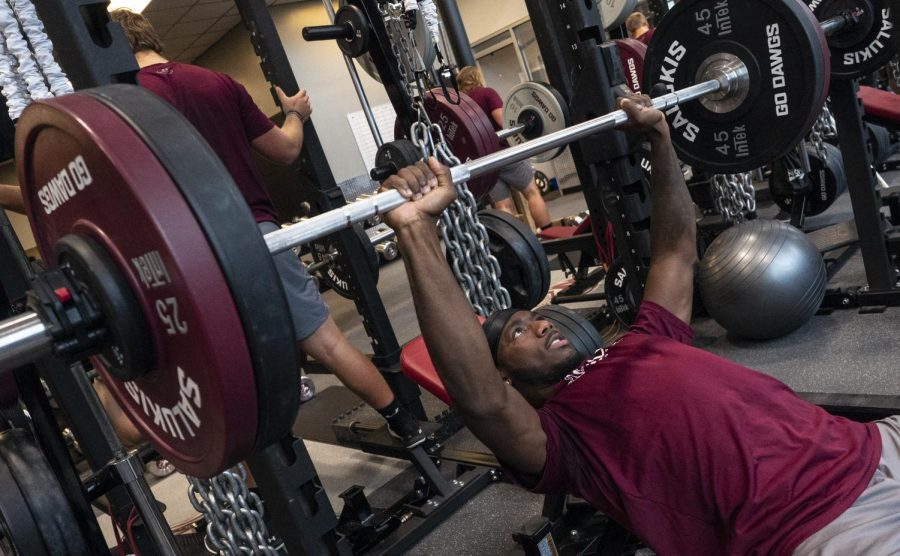 Sophomore+Je%E2%80%99Quan+Burton%2C+of+Orlando%2C+Fla.%2C+studying+Sports+Administration%2C+lifts+a+barbell+on+Friday%2C+Oct.+11%2C+2019%2C+in+the+Banterra+Center%E2%80%99s+Gym.+